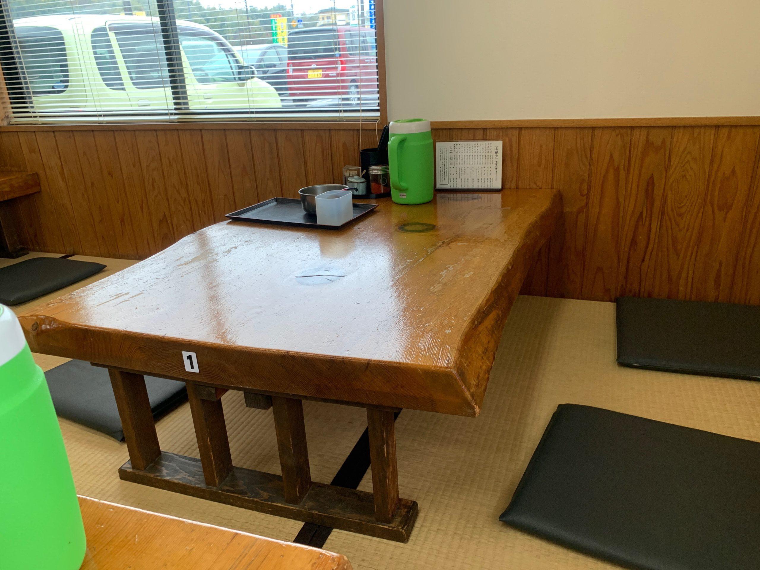 太昌うどんのテーブル席