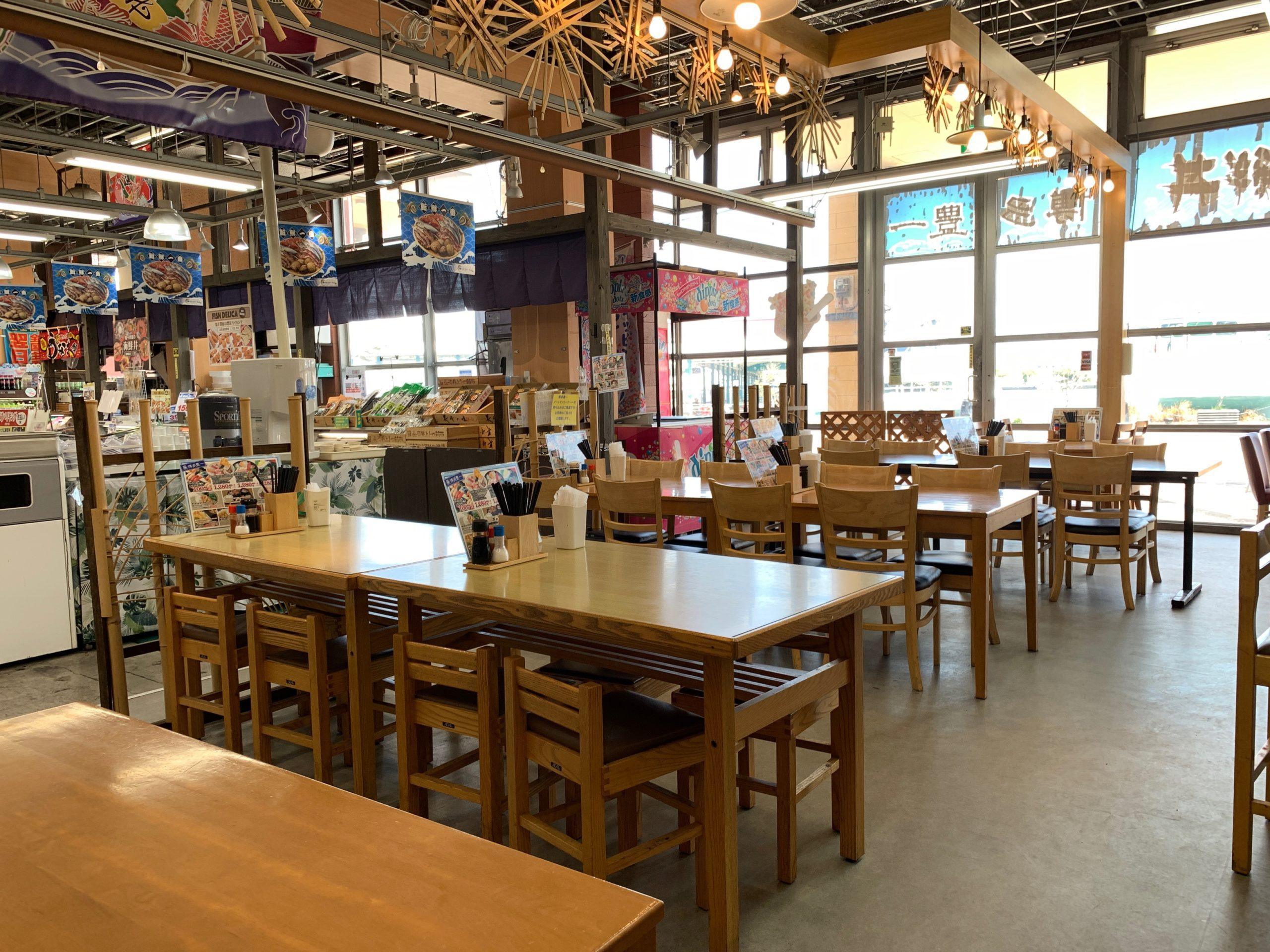 博多豊一の飲食スペース