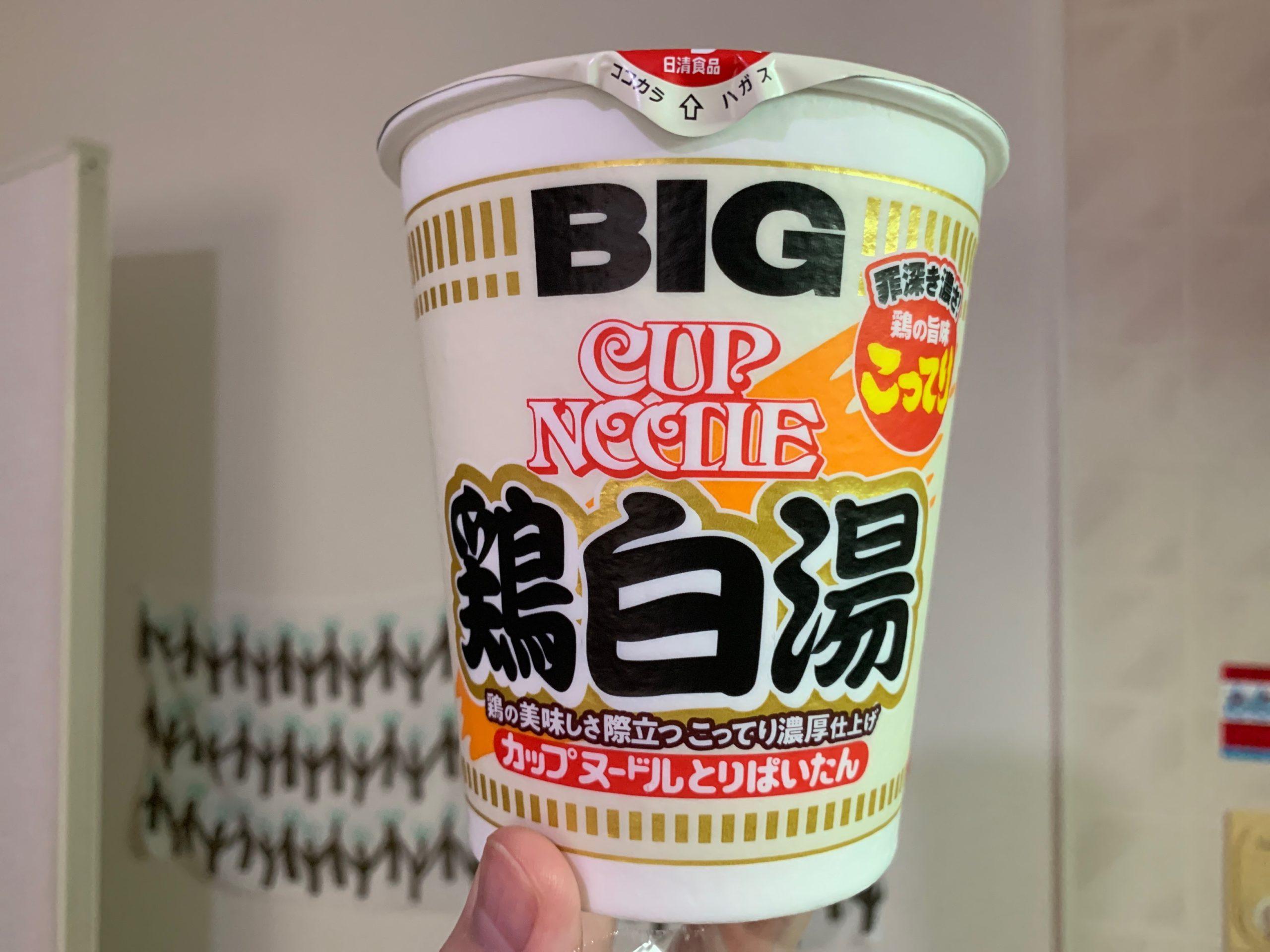 カップヌードル鶏白湯のパッケージ