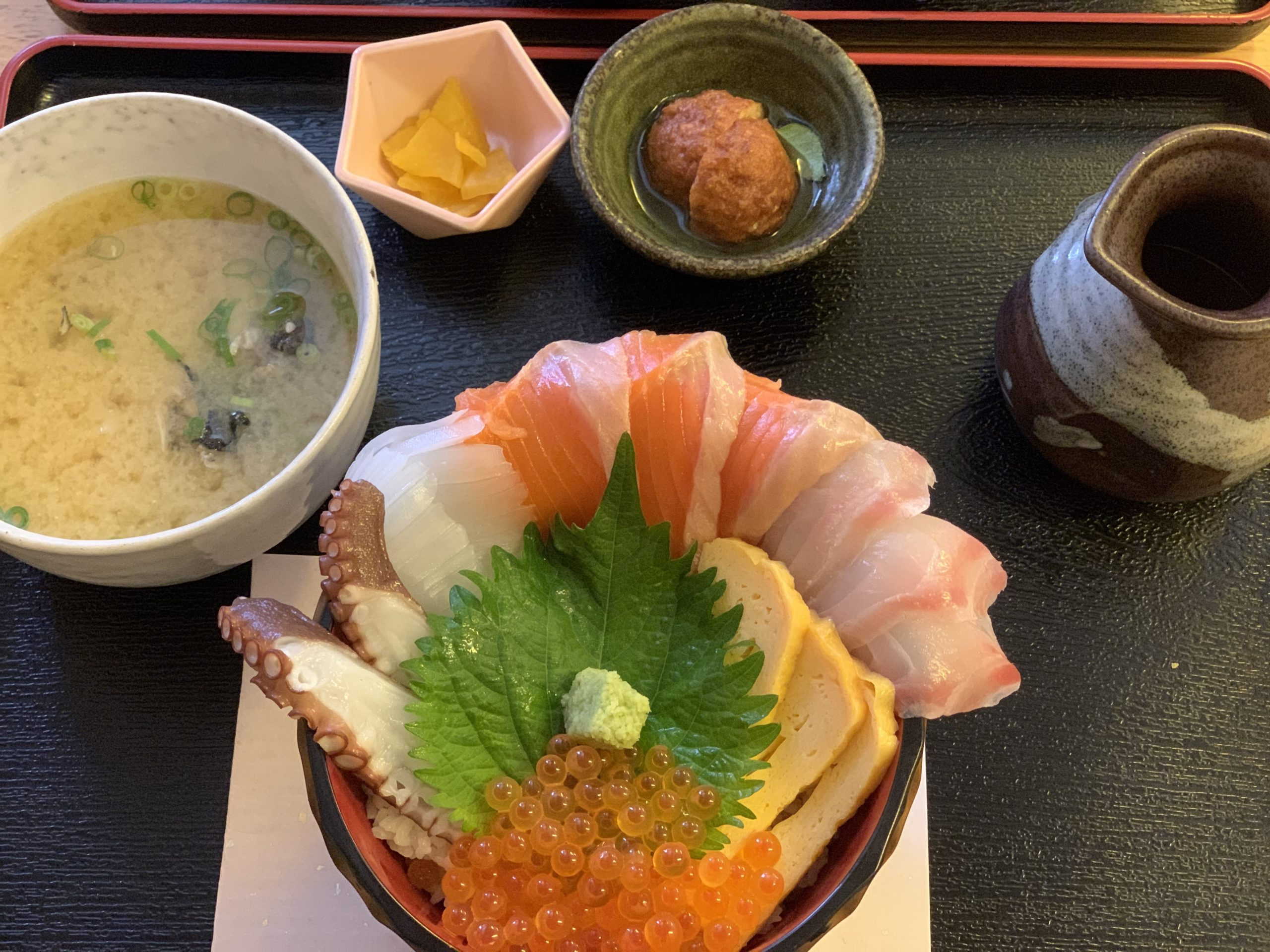 栄鮮魚の海鮮丼ランチ
