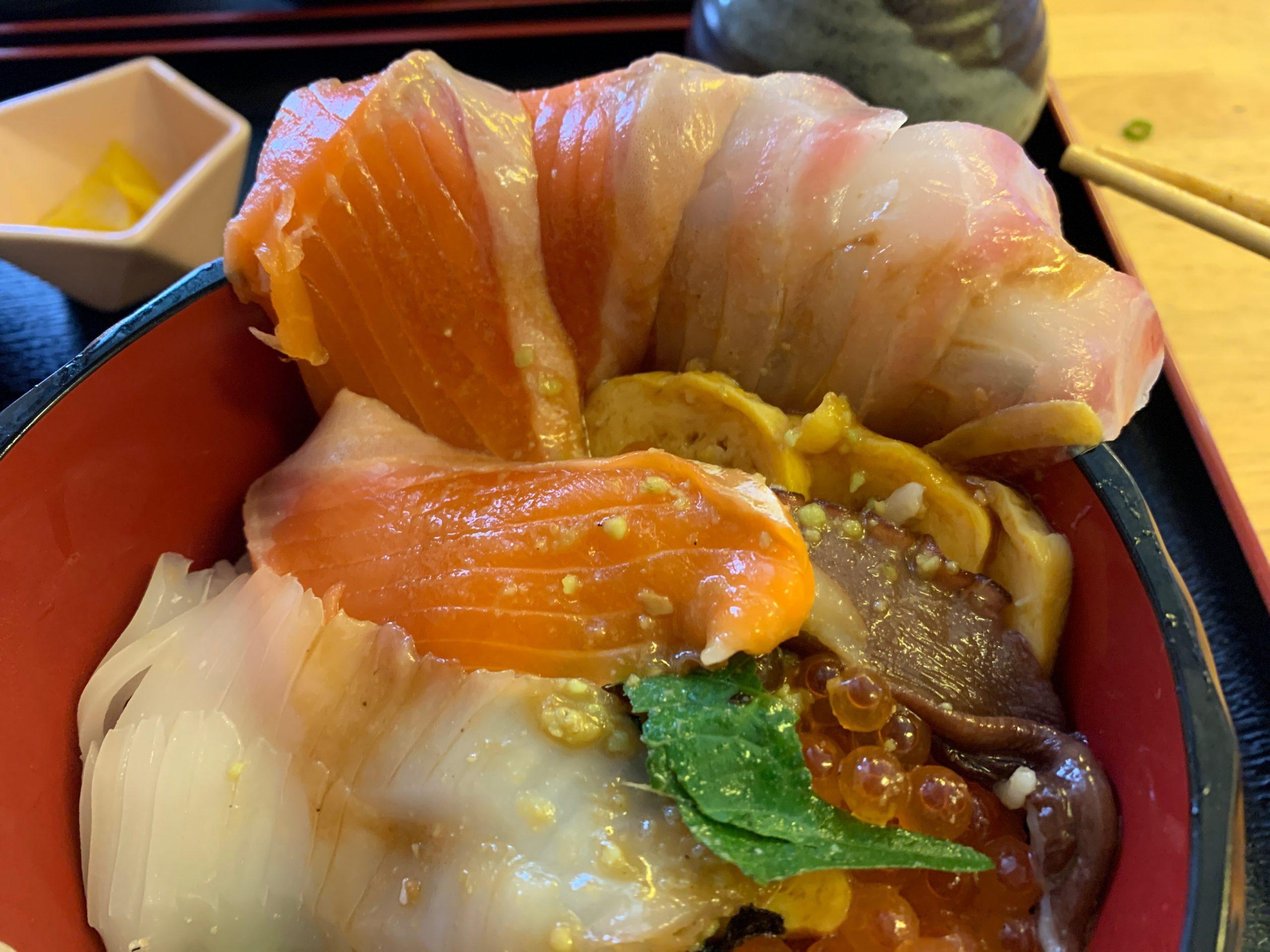 栄鮮魚の赤刺身