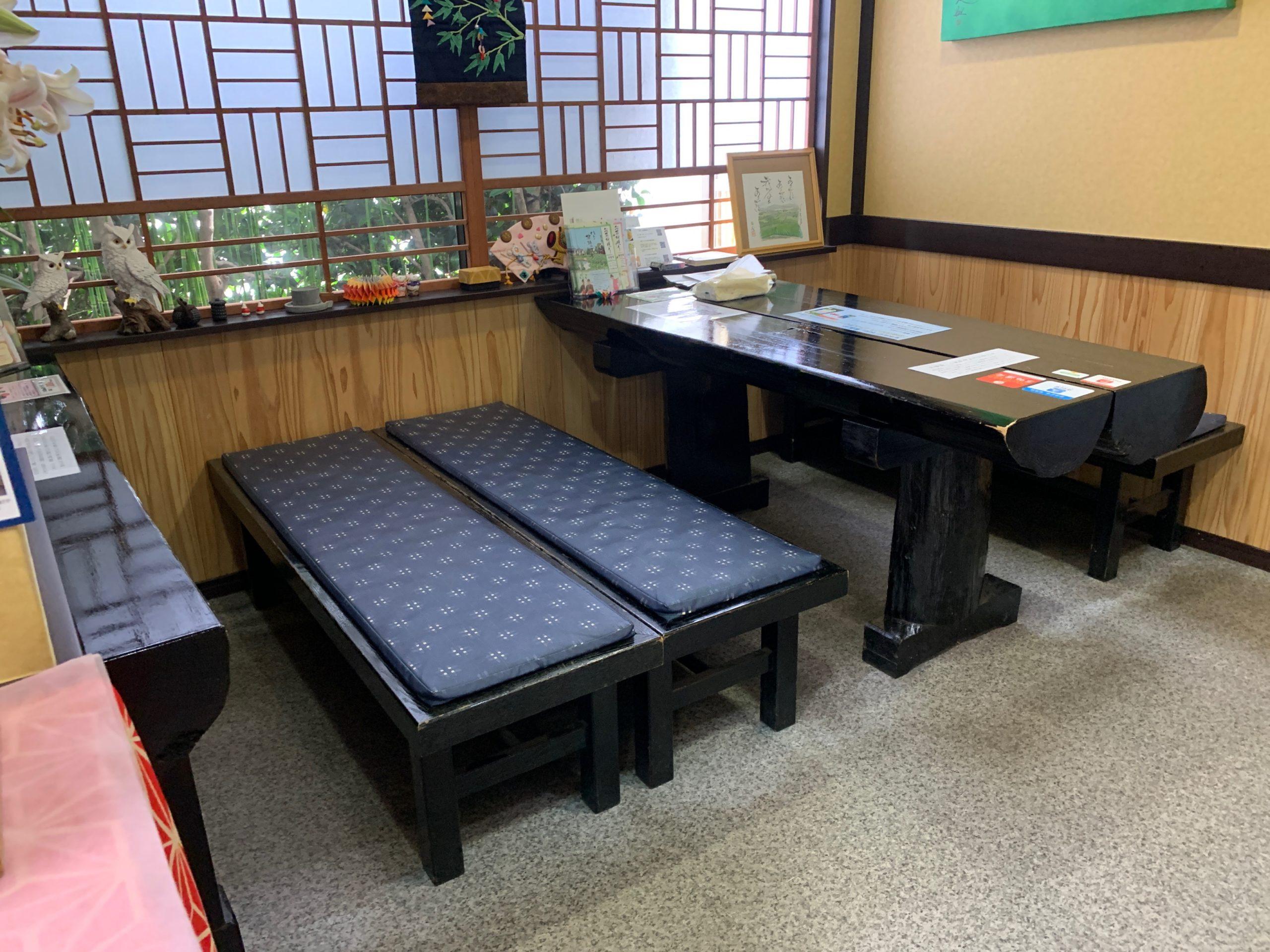 お茶村本店のイートインコーナー