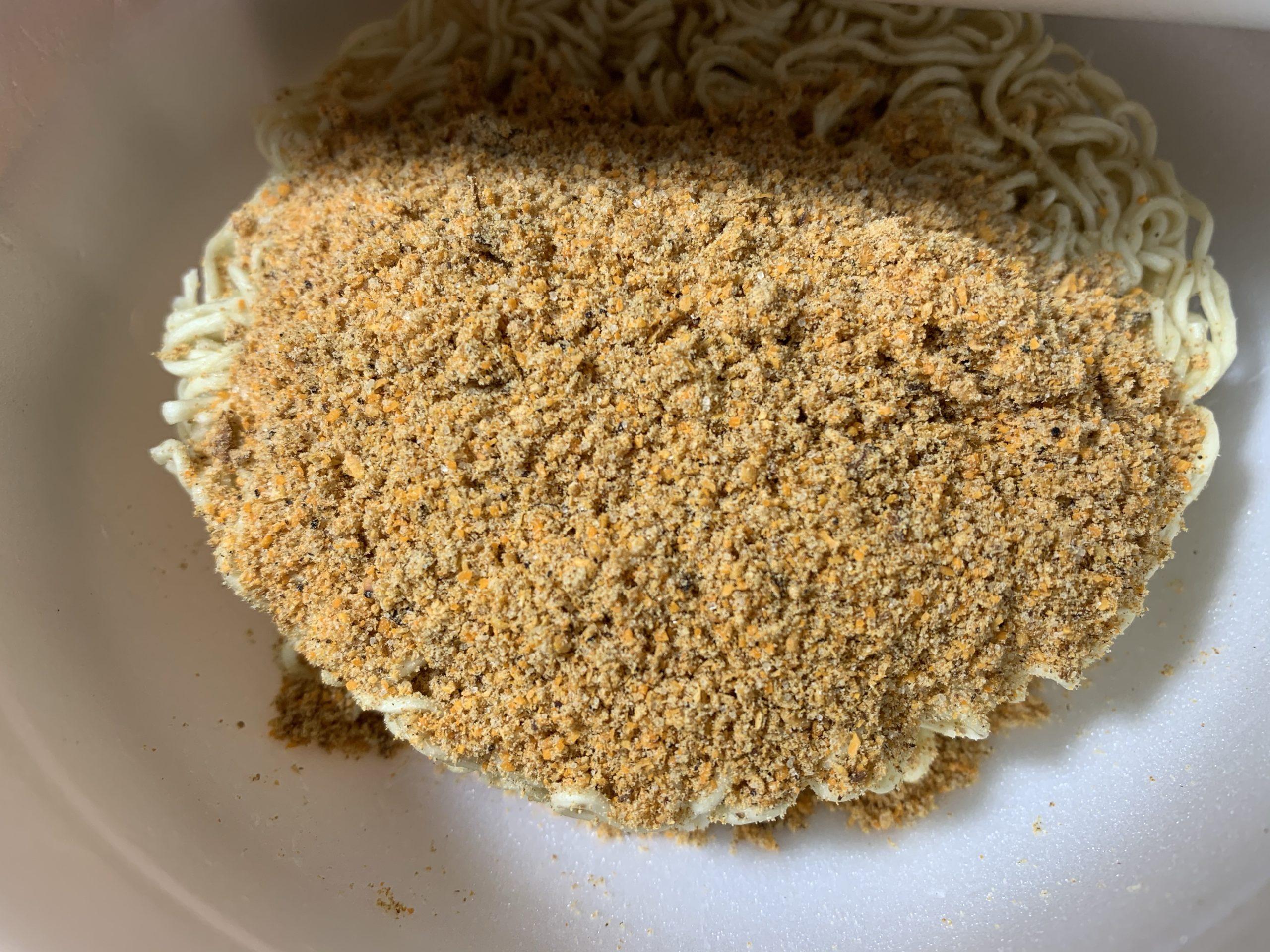 麺や兼虎カップ麺の粉末スープ