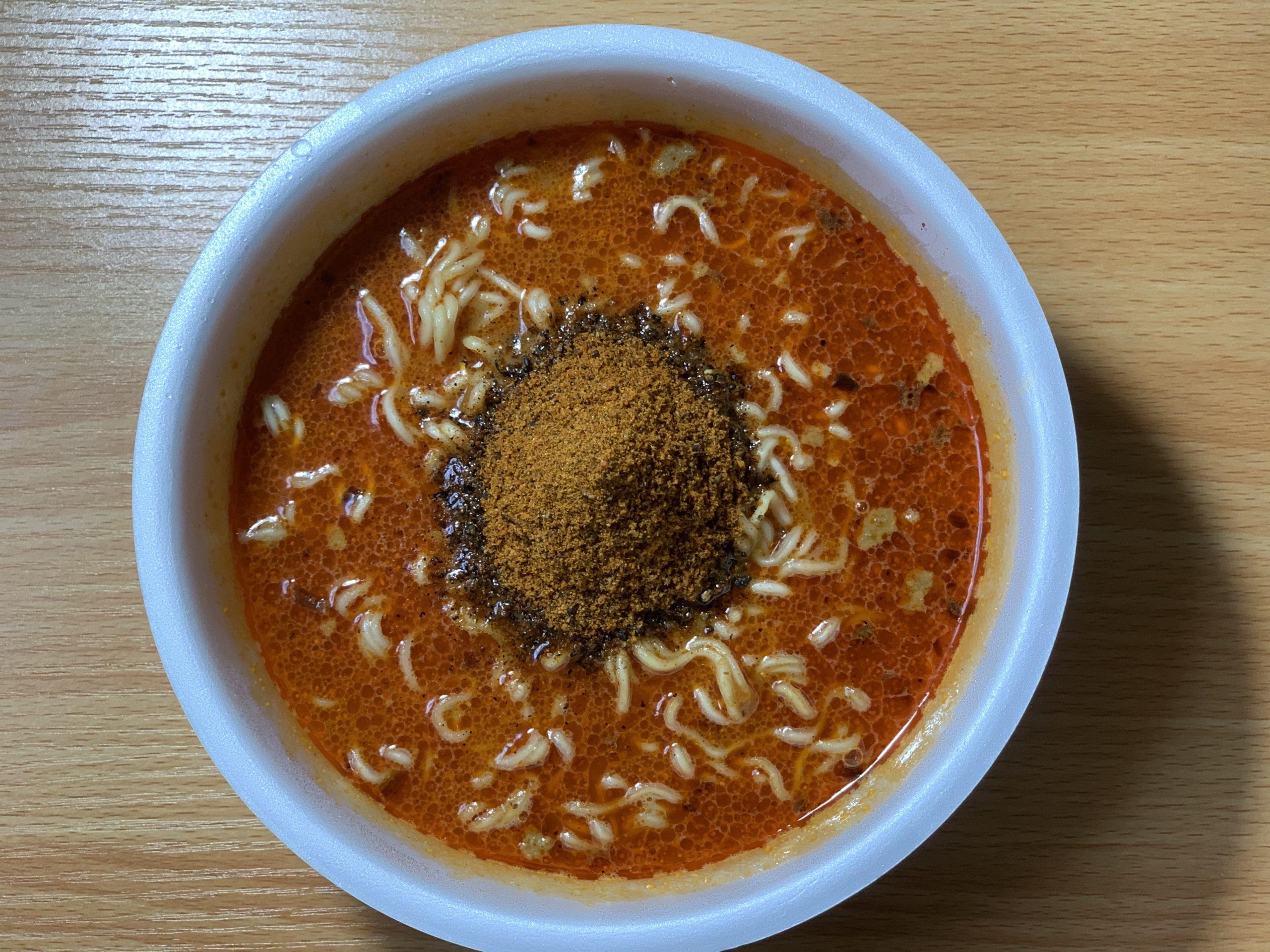 麺や兼虎カップ麺の後入れ粉末スープ