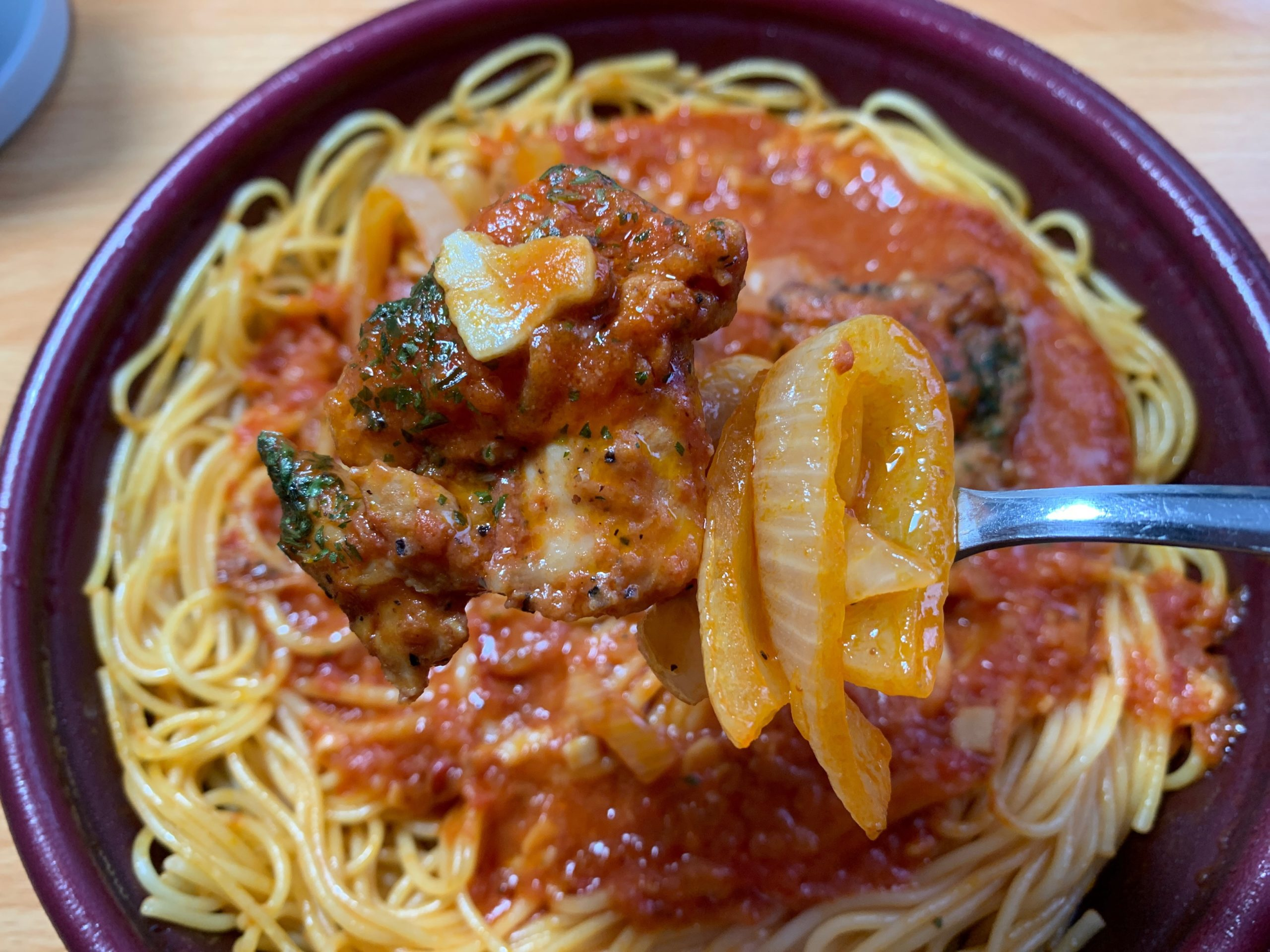 大盛ピリ辛トマトパスタの鶏肉と玉ねぎ