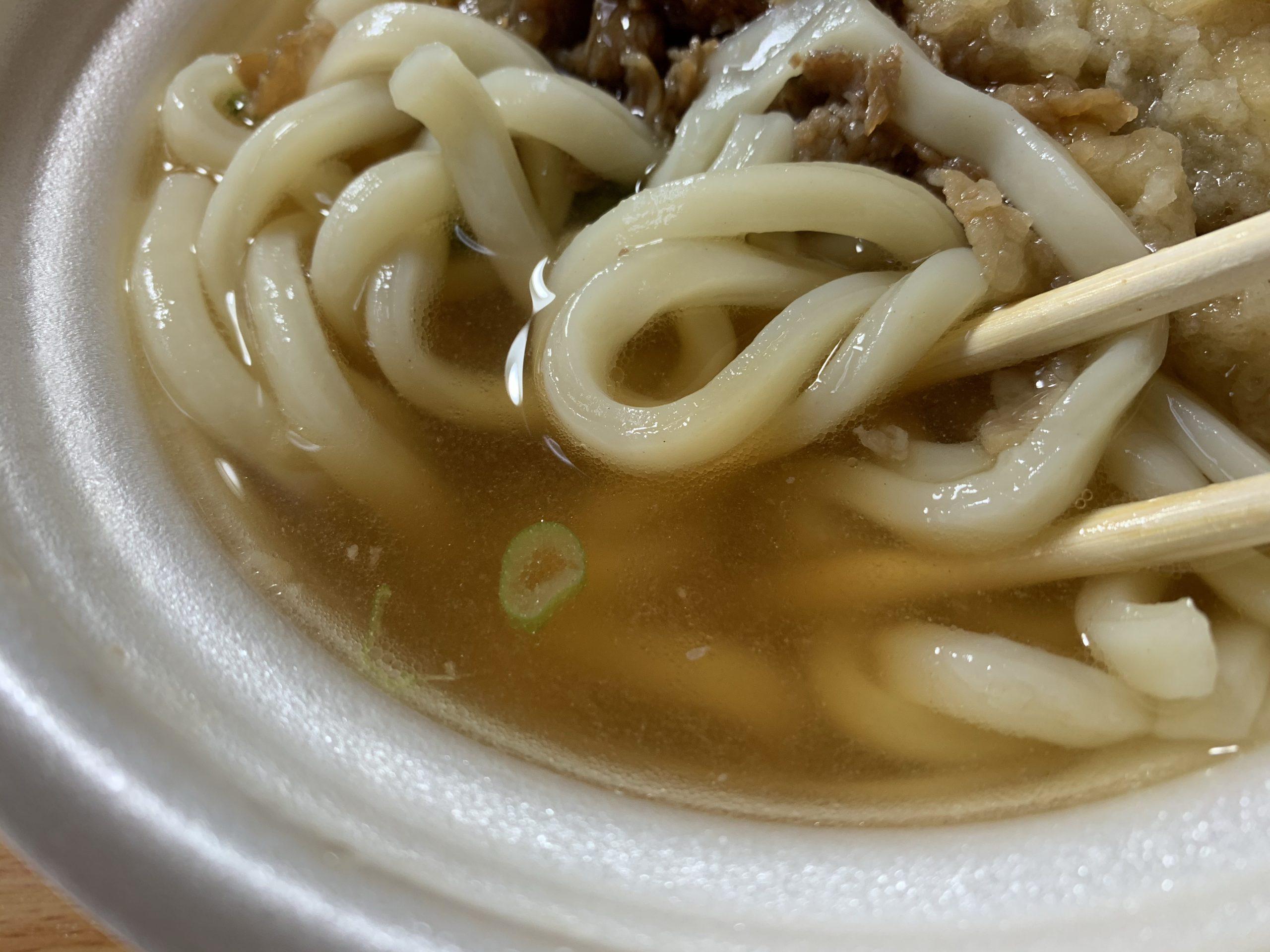 セブンイレブンの肉ごぼう天うどんのスープ