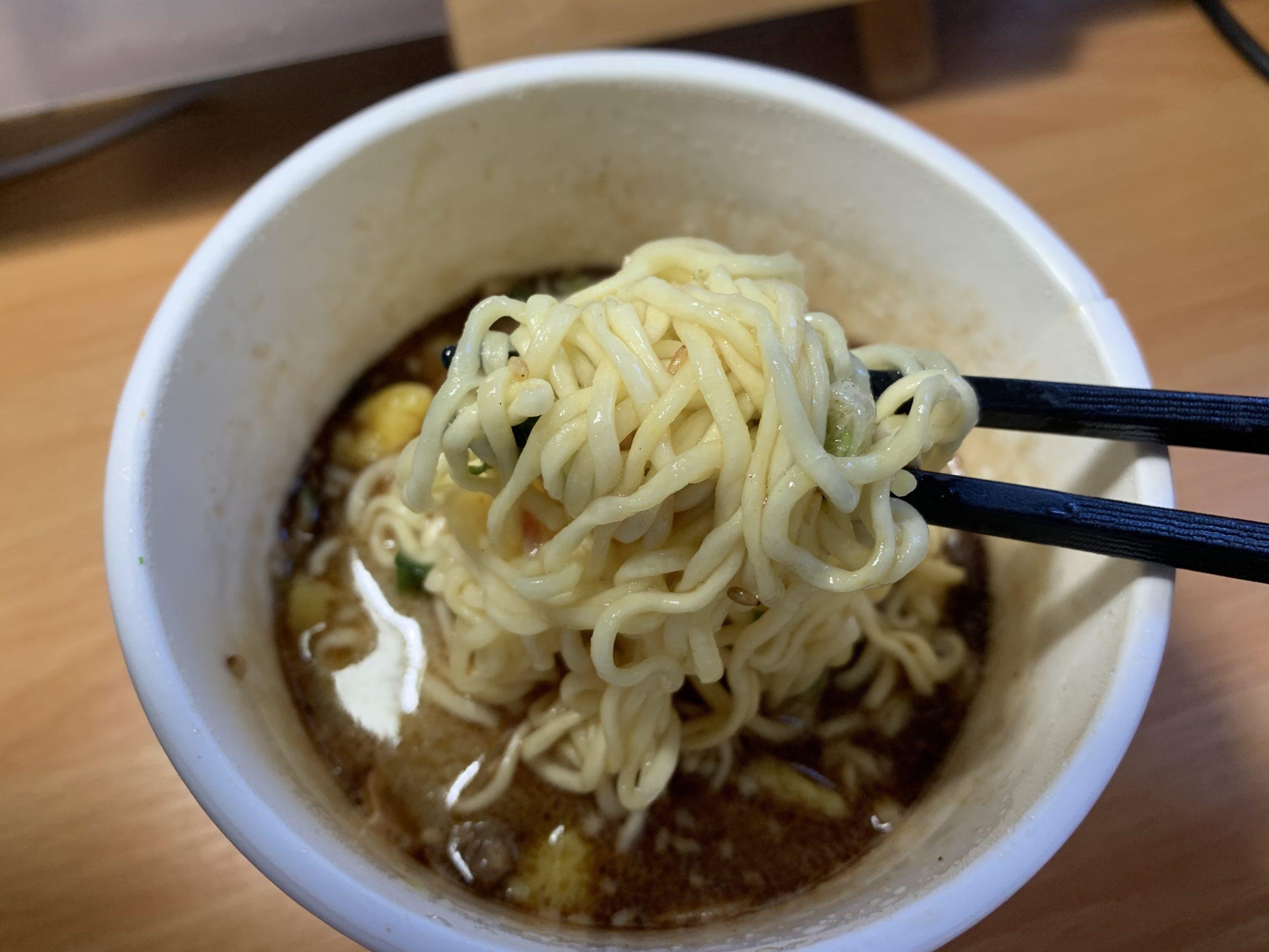 久留米大砲ラーメン黒とんこつの麺