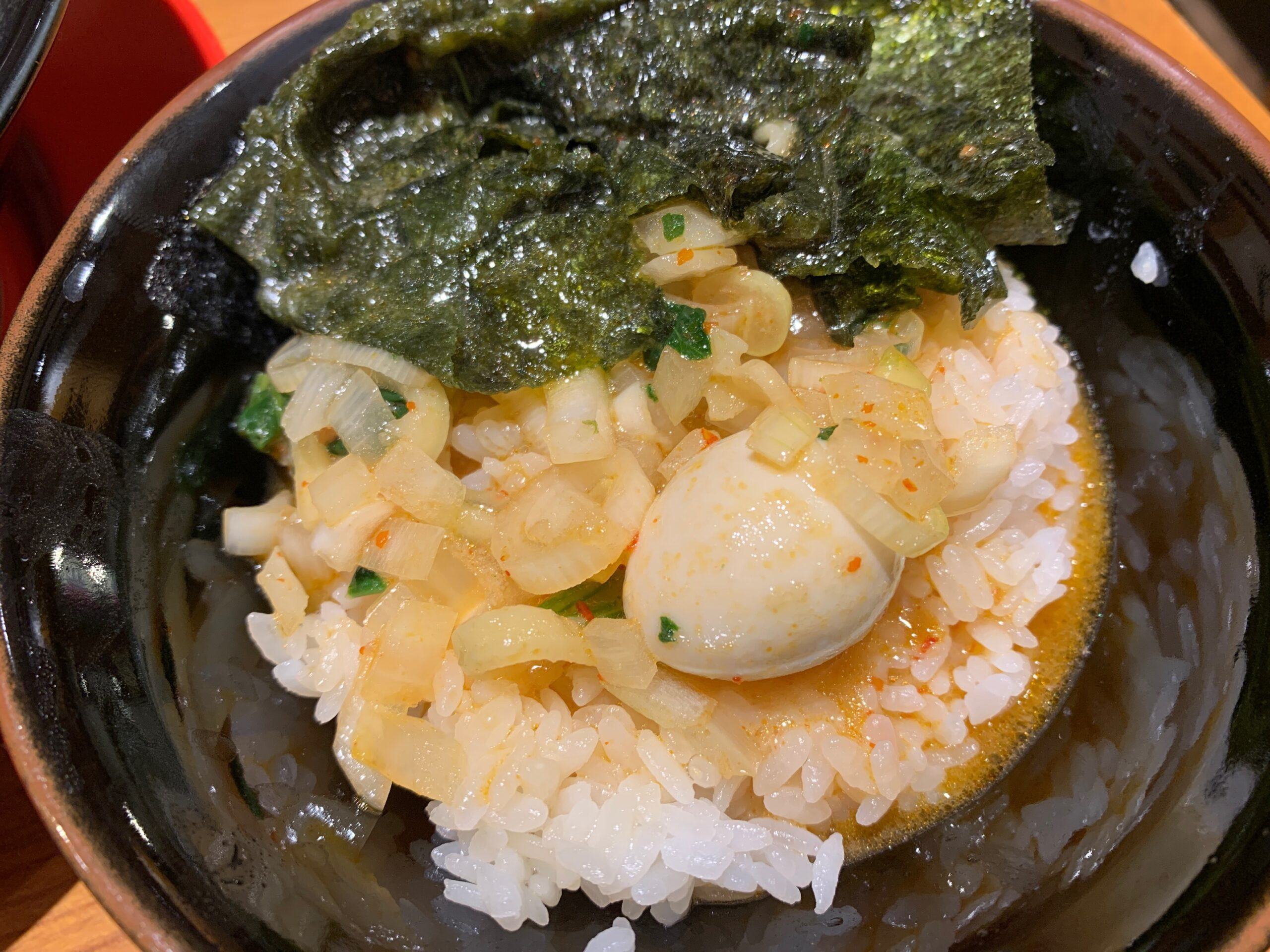 横浜家系ラーメン角蔵家のスープとごはん